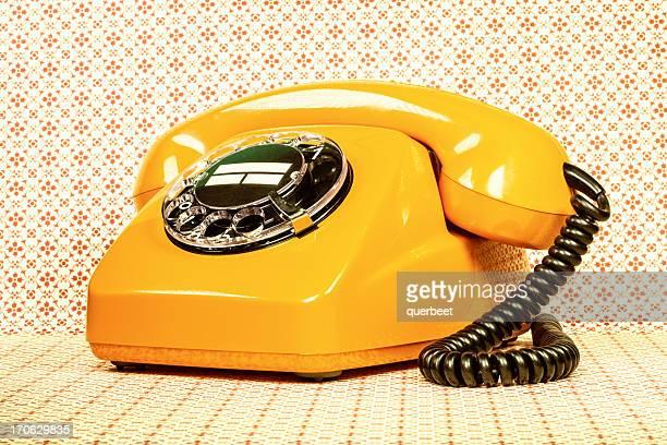 Téléphone rétro orange