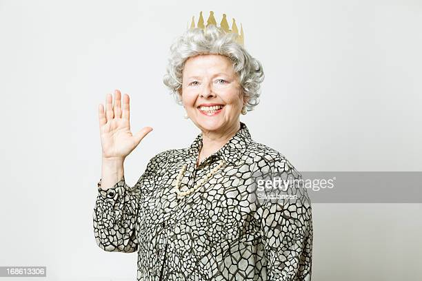 retro queen waving