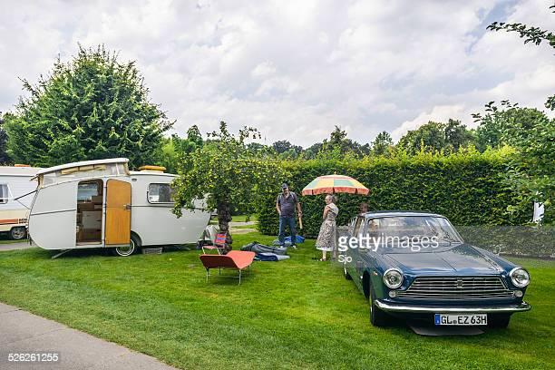 style rétro classique avec un camping-car ou caravane