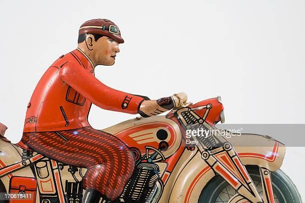Retro estaño moto de juguete rider vestido con chaqueta roja.