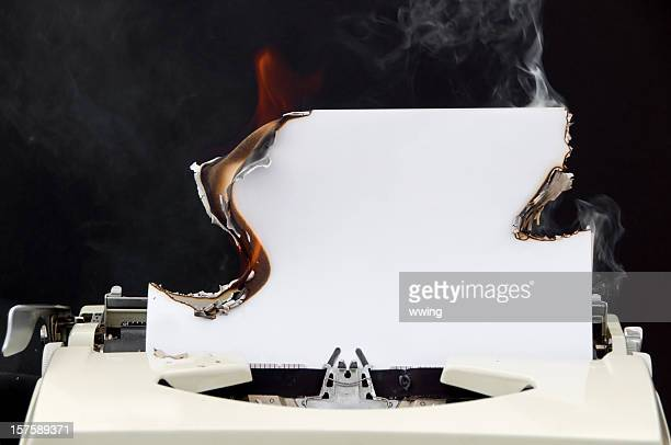 Retro papel de máquina de escribir con ardor