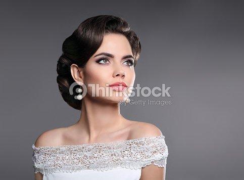 Retrato De Mujer Retro Elegante Senora Con Peinado Perlas Jewelr