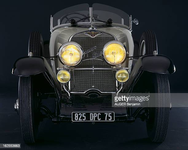 Retrospective Couture Fashion And Classic Cars From 1920 To Nowadays At The Champ De Mars En France à Paris en juin 1985 lors d'une exposition de...