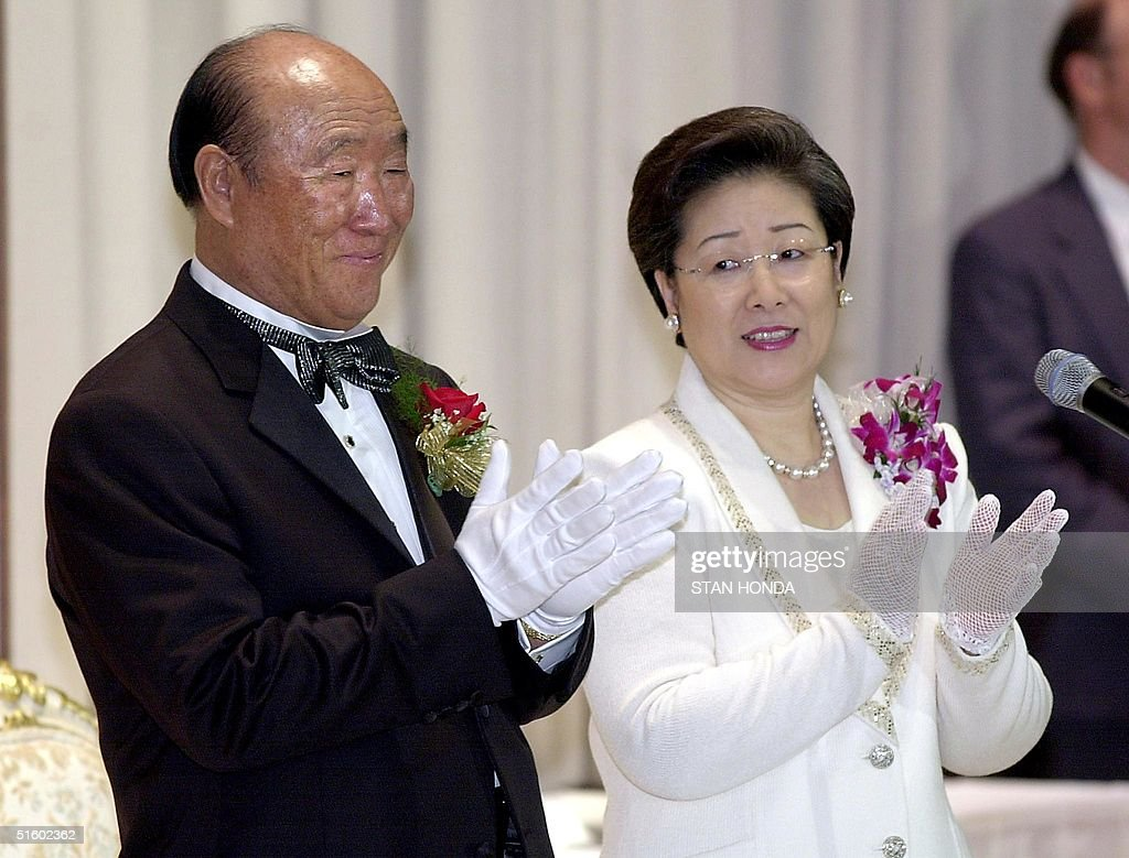 Rev. Sun Myung Moon (L) and his wife Hak Ja Han Moon (R) clap during group wedding ceremony performed by Rev. Moon 27 May, 2001, at the Hilton Hotel in New York. Roman Catholic Archbishop Emmanuel Milingo, a Zambian cleric, was wed to Maria Sung of Korea in the ceremony. Archbishop Milingo is controversial among the Vatican hierarchy for his faith-healing activities and marrying without dispensation from the church. AFP PHOTO/Stan HONDA