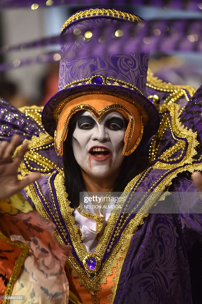Revelers of the Gavioes da Fiel samba school perform during the first night of the carnival parade at the Sambadrome in Sao Paulo, Brazil, on February 6, 2016. AFP PHOTO/NELSON ALMEIDA / AFP / NELSON ALMEIDA