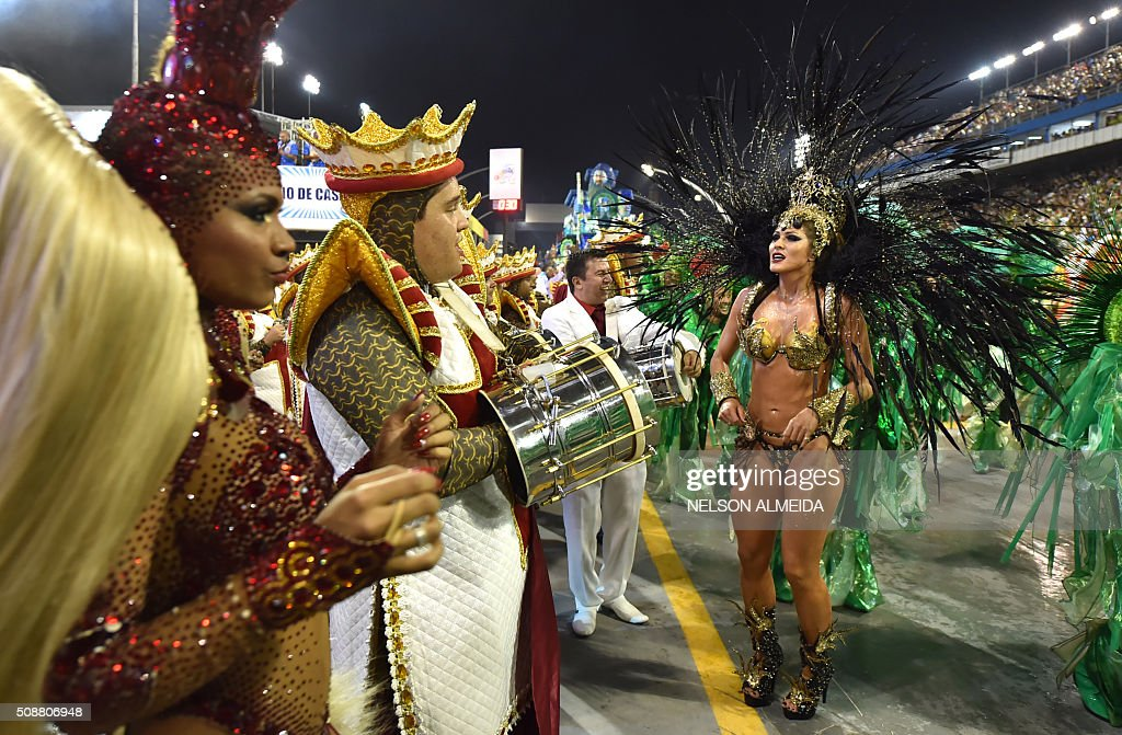 Revelers of the Imperio de Casa Verde samba school perform during the second night of the carnival parade at the Sambadrome in Sao Paulo, Brazil, on February 6 2016. AFP PHOTO / NELSON ALMEIDA / AFP / NELSON ALMEIDA