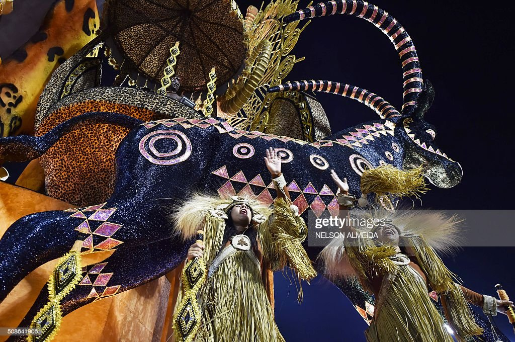 Revelers of the Perola Negra samba school perform during the first night of the carnival parade at the Sambadrome in Sao Paulo, Brazil, on February 5, 2016. AFP PHOTO/NELSON ALMEIDA / AFP / NELSON ALMEIDA