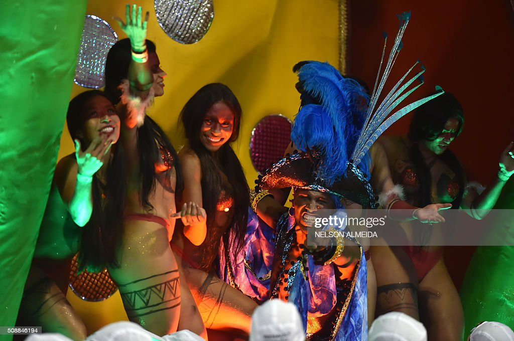 Revelers of the Vai-Vai samba school perform during the second night of the carnival parade at the Sambadrome in Sao Paulo, Brazil, on February 6 2016. AFP PHOTO / NELSON ALMEIDA / AFP / NELSON ALMEIDA