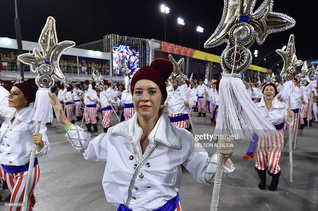Revelers of the Vai-Vai samba school perform honoring France with their performance 'Je suis Vai-Vai. Bem-Vindos a França!' during the second night of the carnival parade at the Sambadrome in Sao Paulo, Brazil, on February 7, 2016. France Consul General Demian Loras marched along with Vai-Vai samba school. AFP PHOTO / NELSON ALMEIDA / AFP / NELSON ALMEIDA