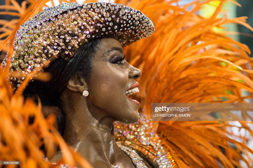 A reveller of Imperatriz samba school performs during the second night of the carnival parade at the Sambadrome in Rio de Janeiro, Brazil, on february 09, 2016. AFP PHOTO / CHRISTOPHE SIMON / AFP / CHRISTOPHE SIMON