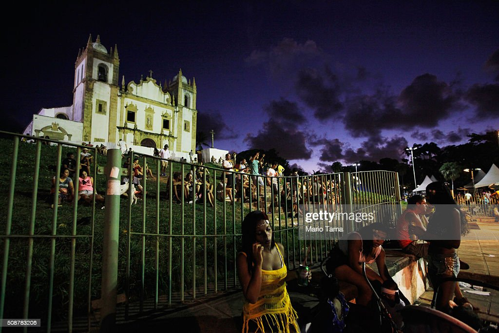 Revellers gather beneatha church during Carnival celebrations on February 6, 2016 in Olinda, Pernambuco state, Brazil. Revellers in Olinda and sister city Recife are gathering for various concerts and street parades during Carnival in spite of fears over the Zika virus.