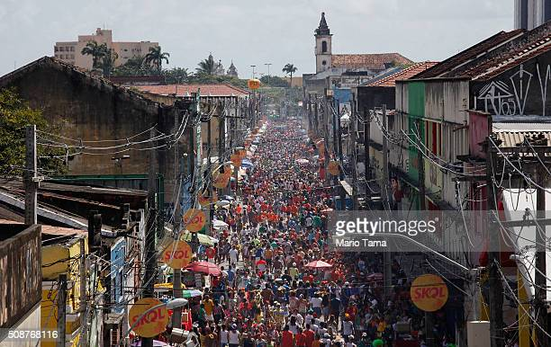 Revellers gather during the Galinho da Madrugada 'bloco' or street parade during Carnival celebrations on February 6 2016 in Recife Pernambuco state...