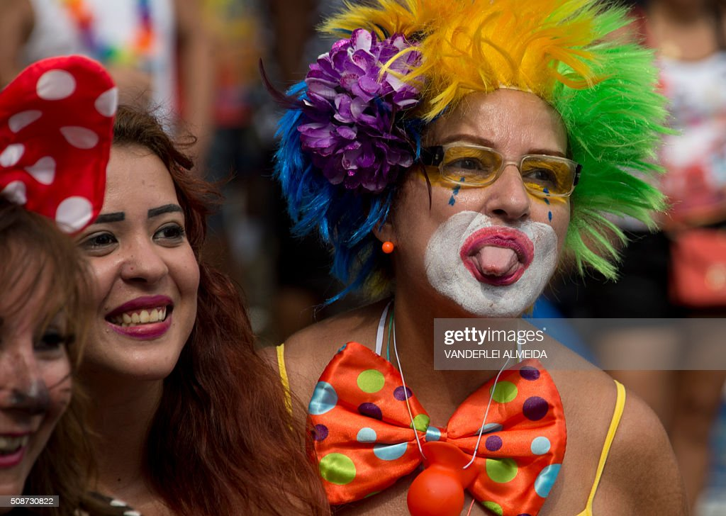 Revellers have fun during the traditional 'Cordao do Bola Preta' carnival band parade, in downtown Rio de Janeiro, Brazil, on February 6, 2016. Though Brazil's carnival will reach a fever pitch Sunday with Rio's flamboyant float competition, Brazilians have already started banging drums, dancing and singing in the sultry streets of Rio and across the country before the official start of what Brazilians dub 'The Greatest Show on Earth. AFP PHOTO / VANDERLEI ALMEIDA / AFP / VANDERLEI ALMEIDA