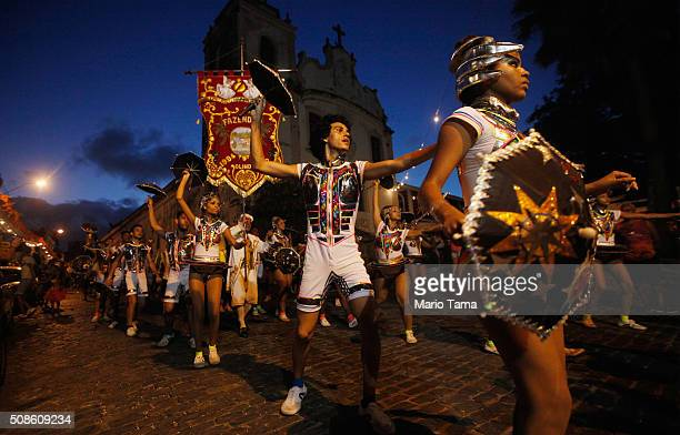 Revellers march during a street parade or 'bloco' on the first official day of Carnival February 5 2016 in Olinda Pernambuco state Brazil Officials...