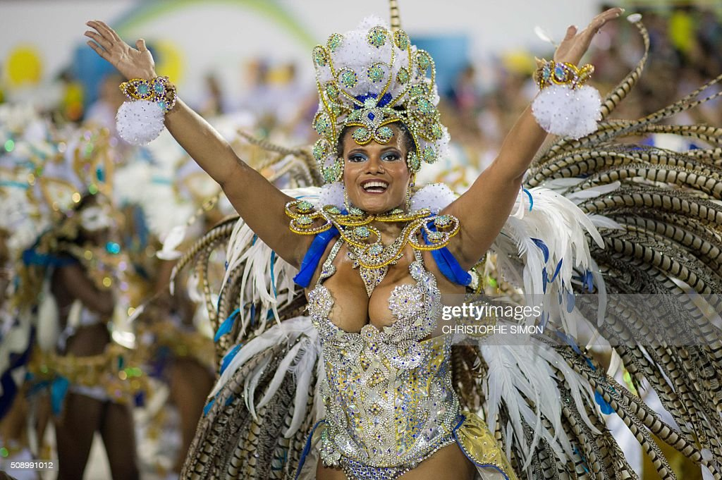 Revelers of Beija Flor samba school perform during the first night of the carnival parade at the Sambadrome in Rio de Janeiro, Brazil, on february 08, 2016. AFP PHOTO / CHRISTOPHE SIMON / AFP / CHRISTOPHE SIMON
