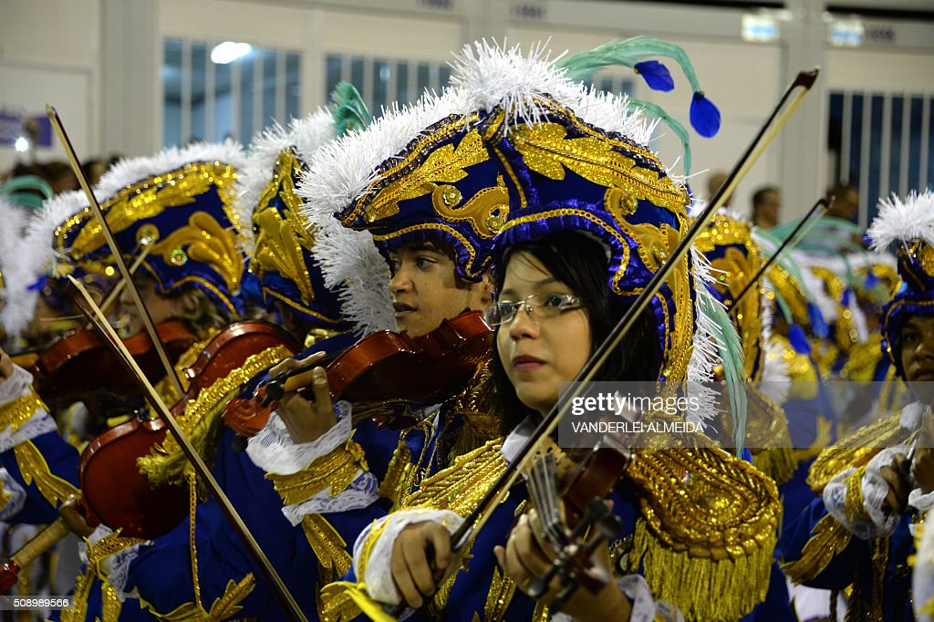 Revelers of Beija-Flor samba school perform during the first night of the carnival parade at Sambadrome in Rio de Janeiro, Brazil on February 8, 2016. AFP PHOTO/ VANDERLEI ALMEIDA / AFP / VANDERLEI ALMEIDA