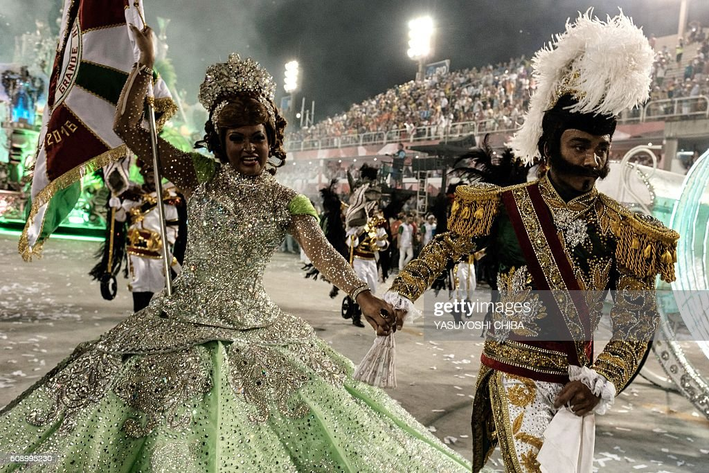 Revelers of Grande Rio samba school perform during the first night of the carnival parade at Sambadrome in Rio de Janeiro, Brazil on February 8, 2015. AFP PHOTO / YASUYOSHI CHIBA / AFP / YASUYOSHI CHIBA