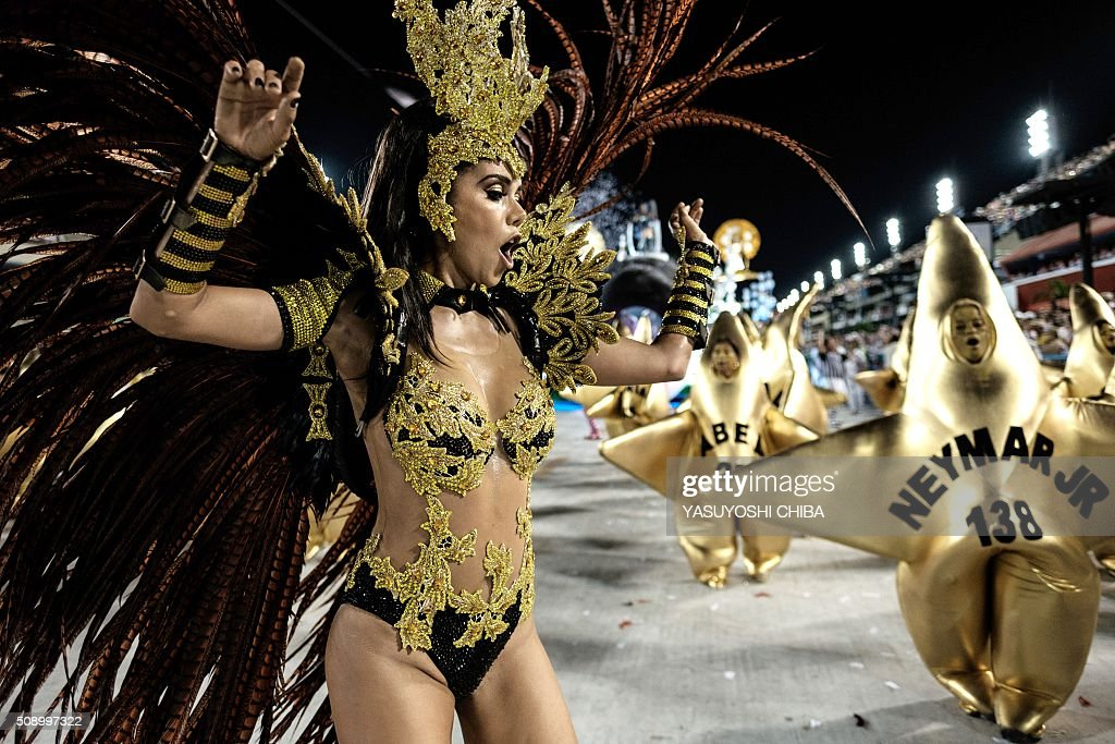 Revellers of Grande Rio samba school perform during the first night of the carnival parade at Sambadrome in Rio de Janeiro, Brazil on February 8, 2015. AFP PHOTO / YASUYOSHI CHIBA / AFP / YASUYOSHI CHIBA