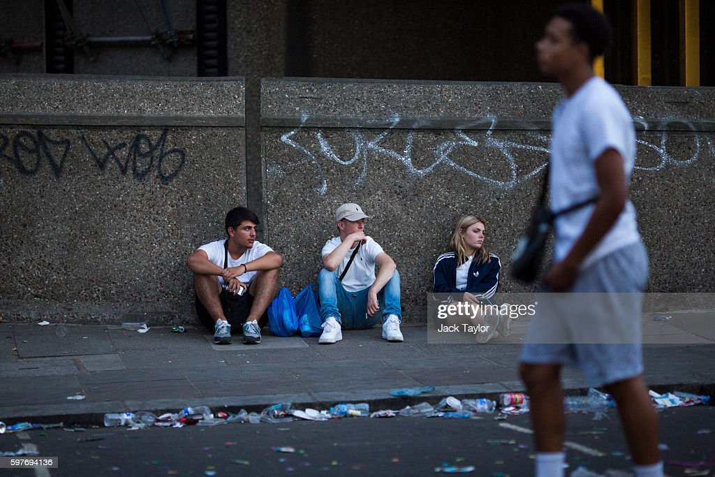 Revellers sit on a pavement as Notting Hill Carnival comes to an end on August 29 2016 in London England The Notting Hill Carnival which has taken...