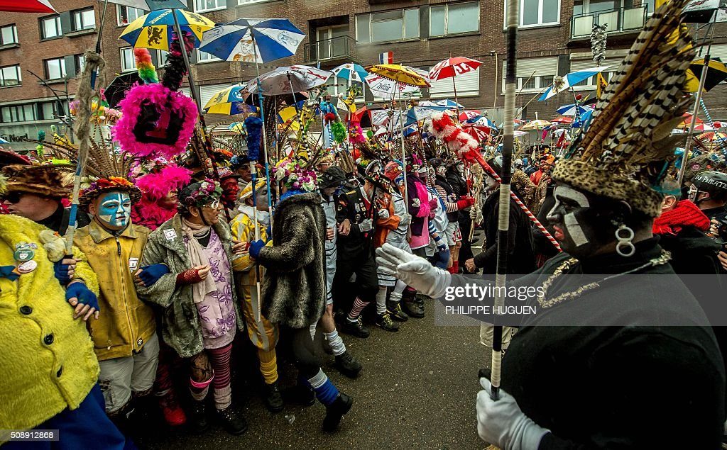 Revellers take part in the Carnival of Dunkirk, northern France, on February 7, 2016. About 50,000 people were expected to participate on the first day of the carnival, which runs for three days. / AFP / PHILIPPE HUGUEN