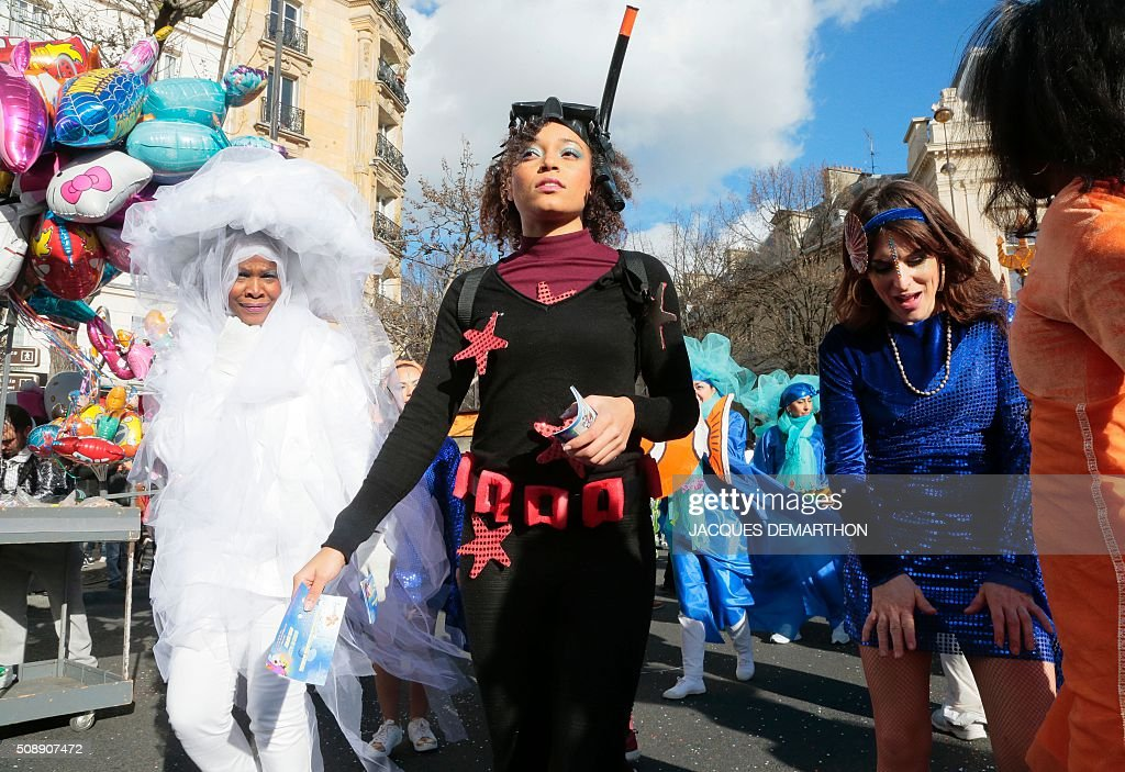 Revellers take part in the Paris Carnival at Place Gambetta in front of the town hall of the 20th arrondissement of Paris on February 7, 2016. / AFP / JACQUES DEMARTHON