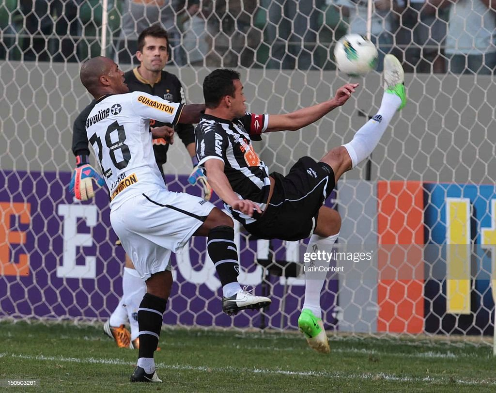 Rever of Atletico MG shoots the ball during a match between Botafogo and Atletico MG as part ot the Brazilian Championship at Independence Stadium on August 19, 2012 in Belo Horizonte, Brazil.