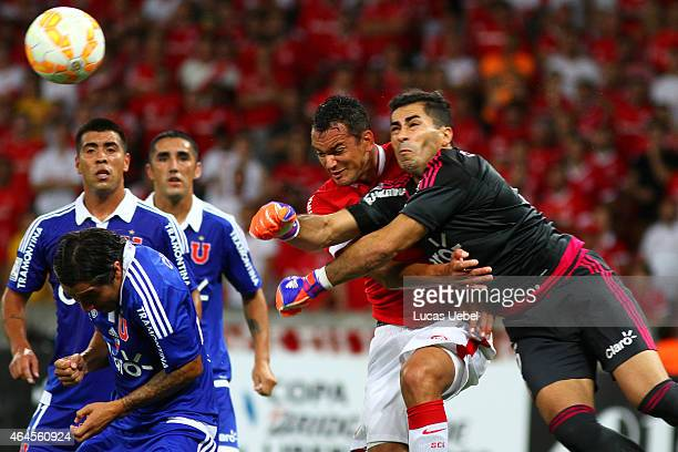 Rever of Internacional battles for the ball against Johnny Herrera of Universidad de Chile during match between Internacional and Universidad de...