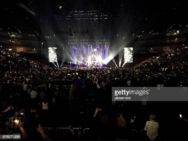 Revolverheld 'MTV Unplugged in drei Akten'Tour mit den Gästen Rachel und den Rapper Das Bo Johannes Strate Kristoffer Hünecke Niels Grötsch Gitarre...