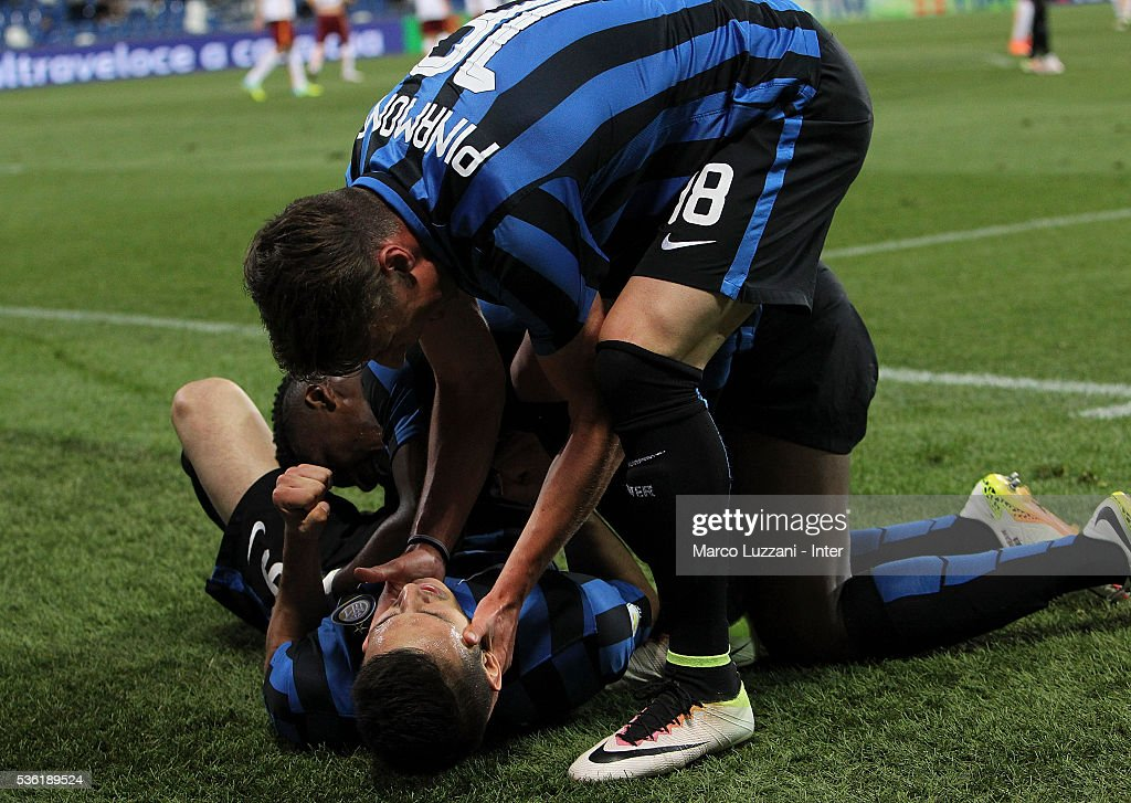 Rey Manaj of FC Internazionale celebrates his goal with his team-mate Andrea Pinamonti during the juvenile playoff match between FC Internazionale and AS Roma at Mapei Stadium - Citta' del Tricolore on March 31, 2016 in Reggio nell'Emilia, Italy.