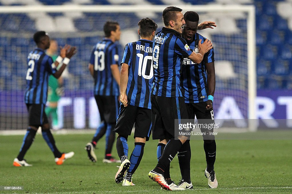 Rey Manaj (L) of FC Internazionale celebrates his second goal with his team-mate Jose Correia (R) during the juvenile playoff match between FC Internazionale and AS Roma at Mapei Stadium - Citta' del Tricolore on May 31, 2016 in Reggio nell'Emilia, Italy.