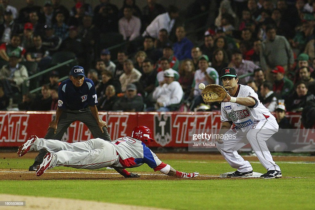 Reynaldo Navarro of Puerto Rico and Jesse Gutierrez of Mexico during the Caribbean Series Baseball 2013 in Sonora Stadium on february 1, 2013 in Hermosillo, Mexico.