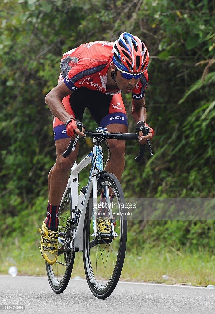 Reza Hosseini of Pishgaman Cycling Team Iran competes during stage eight of the 2016 Tour de Singkarak Bukittinggi Padang 146 km on August 14 2016 in...