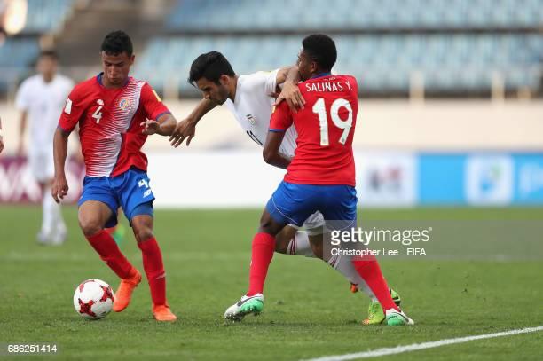 Reza Jafari of Iran battles with Yostin Salinas of Costa Rica and Ian Smith of Costa Rica during the FIFA U20 World Cup Korea Republic 2017 group C...