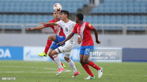 Reza Shekari of Iran battles with Eduardo Juarez of Costa Rica and Yostin Salinas of Costa Rica during the FIFA U20 World Cup Korea Republic 2017...