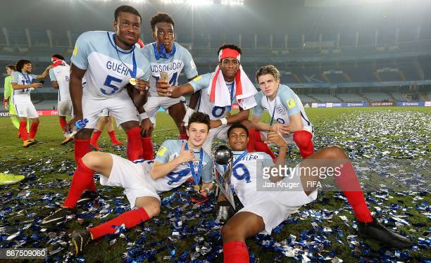 Rhian Brewster George McEarchran Marc Guehi Callum HudsonOdoi Tashan OakleyBoothe and Conor Gallagher of England pose with the trophy during the FIFA...