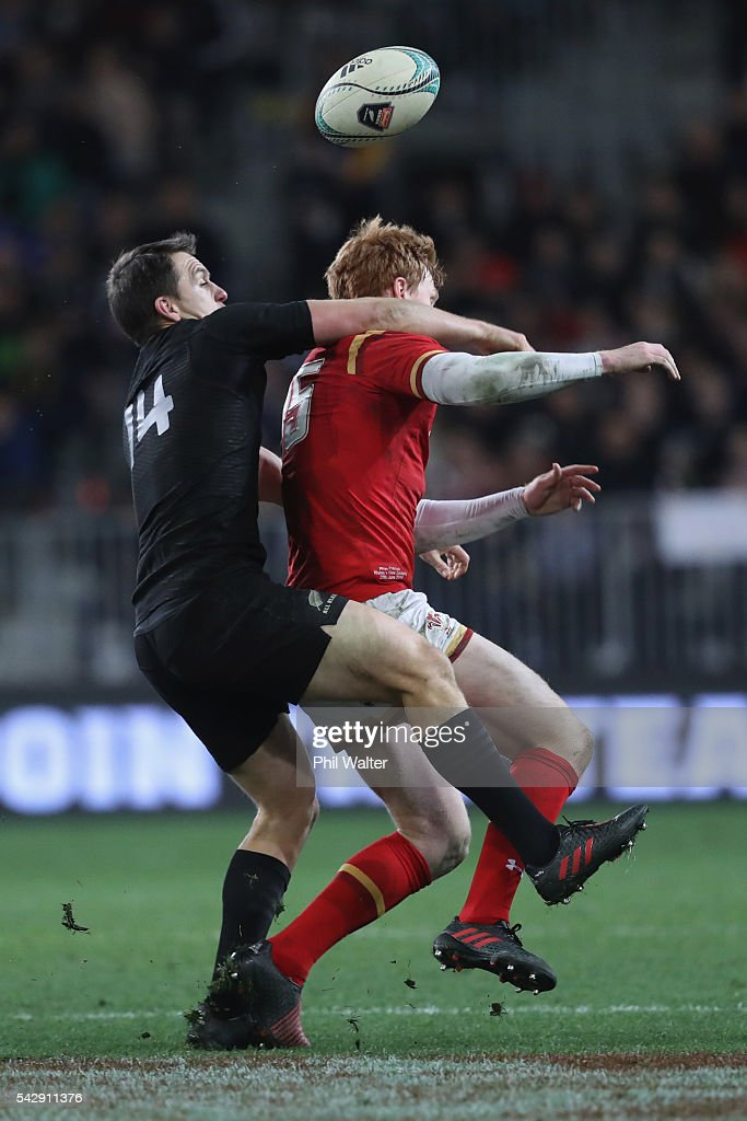 Rhys Patchell of Wales is tackled by <a gi-track='captionPersonalityLinkClicked' href=/galleries/search?phrase=Ben+Smith+-+Rugby+Union+Player&family=editorial&specificpeople=11650283 ng-click='$event.stopPropagation()'>Ben Smith</a> of the All Blacks during the International Test match between the New Zealand All Blacks and Wales at Forsyth Barr Stadium on June 25, 2016 in Dunedin, New Zealand.