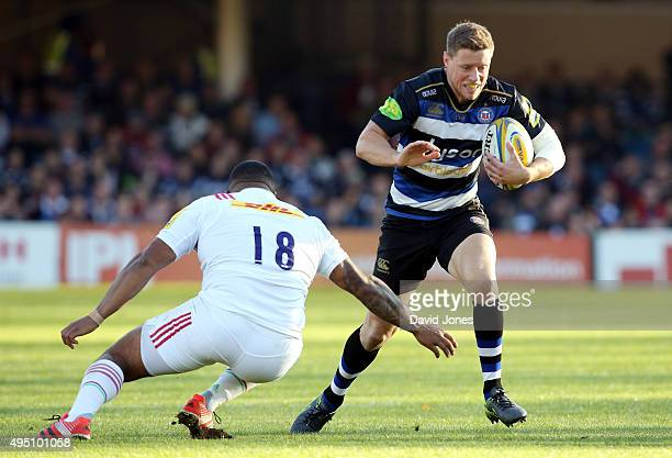 Rhys Priestland of Bath Rugby cuts inside Kyle Sinckler of Harlequins during the Aviva Premiership match between Bath Rugby and Harlequins at the...