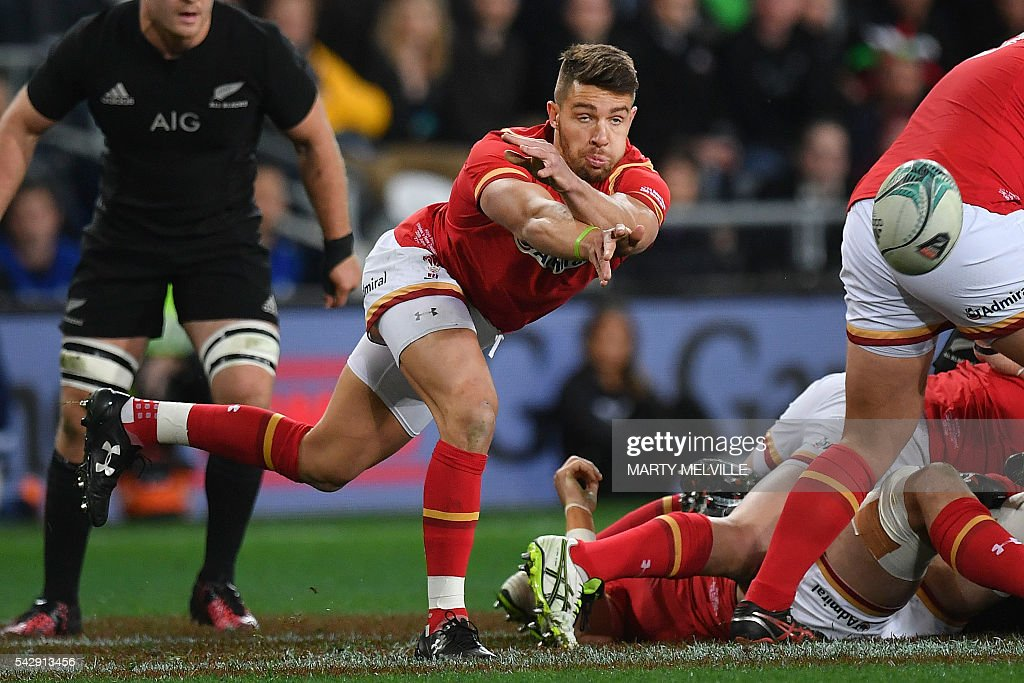 Rhys Webb of Wales (C) makes a pass during the third rugby union Test match between the New Zealand All Blacks and Wales at Forsyth Barr Stadium in Dunedin on June 25, 2016. / AFP / Marty Melville