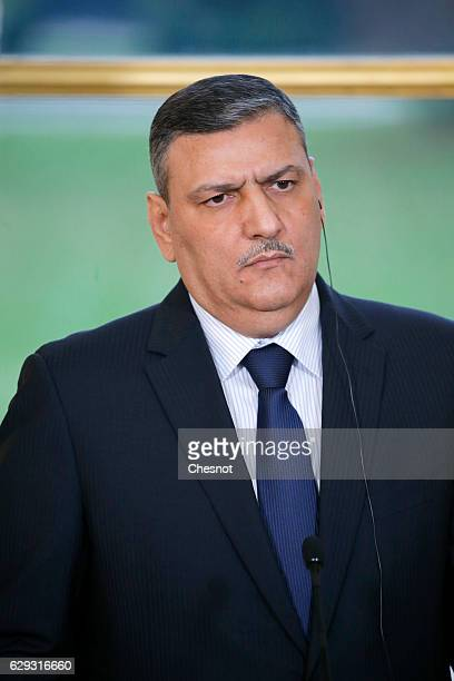 Riad Hijab chief coordinator of the Syrian opposition's High Negotiations Committee listens to French President Francois Hollande during a press...