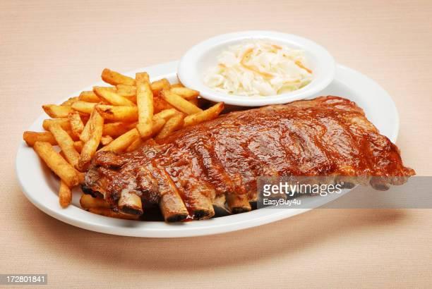 BBQ ribs mit Pommes frites