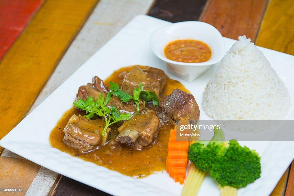 Costelas de porco com arroz e molho doce : Foto de stock