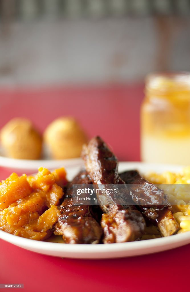 BBQ Ribs with Sweet Potatoes and Mac 'n' Cheese : Stock Photo