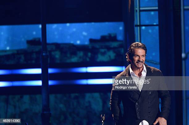 Ricardo Arjona performs on stage at the 2015 Premios Lo Nuestros Awards at American Airlines Arena on February 19 2015 in Miami Florida