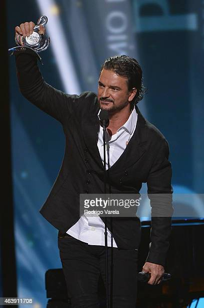 Ricardo Arjona speaks onstage at the 2015 Premios Lo Nuestros Awards at American Airlines Arena on February 19 2015 in Miami Florida