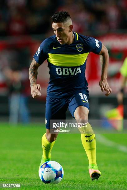 Ricardo Centurion of Boca Juniors drives the ball during a match between Estudiantes and Boca Juniors as part of Torneo Primera Division 2016/17 at...