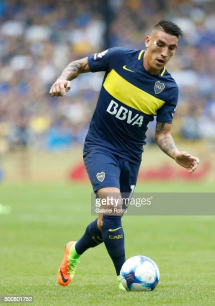Ricardo Centurion of Boca Juniors drives the ball during a match between Boca Juniors and Union as part of Torneo Primera Division 2016/17 at Alberto...