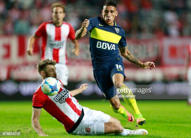 Ricardo Centurion of Boca Juniors fights for the ball with Jonatan Schunke of Estudiantes de La Plata during a match between Estudiantes and Boca...