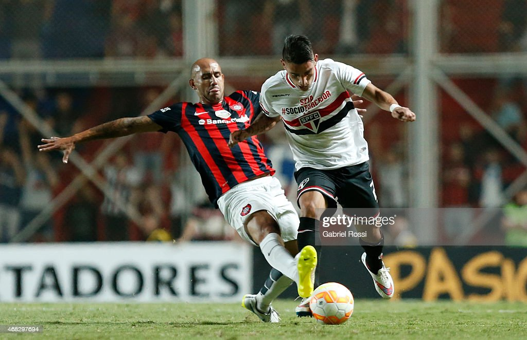 Ricardo Centurion of Sao Paulo fights for the ball with <a gi-track='captionPersonalityLinkClicked' href=/galleries/search?phrase=Juan+Mercier&family=editorial&specificpeople=4669089 ng-click='$event.stopPropagation()'>Juan Mercier</a> of San Lorenzo during a match between San Lorenzo and Sao Paulo as part of Copa Bridgestone Libertadores 2015 at Pedro Bidegain Stadium on April 01, 2015 in Buenos Aires, Argentina.