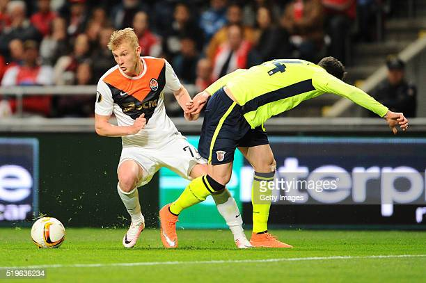 Ricardo Ferreira of SC Braga challenges Viktor Kovalenko of Shakhtar Donetsk during the UEFA Europa League Quarter Final first leg match between SC...