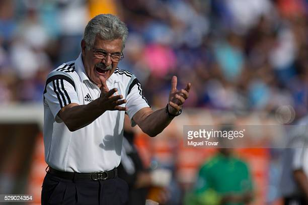 Ricardo Ferretti coach of Tigres gestures during the 17th round match between Cruz Azul and Tigres UANL as part of the Clausura 2016 Liga MX at Azul...